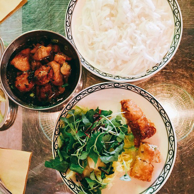 Nhà hàng Việt giữa lòng Seoul nổi tiếng đến nỗi muốn ăn phải xếp hàng tận 20 phút - Ảnh 3.