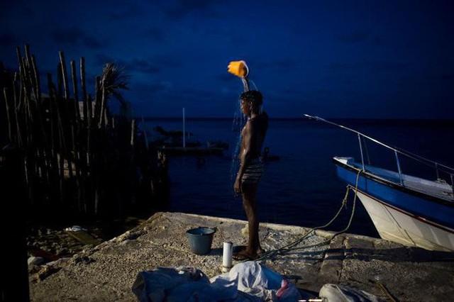 Ghé thăm hòn đảo đông dân nhất thế giới: Diện tích chỉ gần bằng 2 sân bóng đá, thiếu thốn trăm bề nhưng cuộc sống yên bình đến nỗi người dân đi ngủ không cần khóa cửa 5