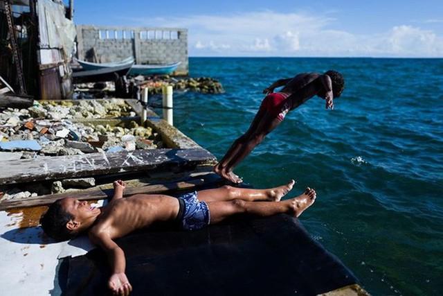 Ghé thăm hòn đảo đông dân nhất thế giới: Diện tích chỉ gần bằng 2 sân bóng đá, thiếu thốn trăm bề nhưng cuộc sống yên bình đến nỗi người dân đi ngủ không cần khóa cửa 7