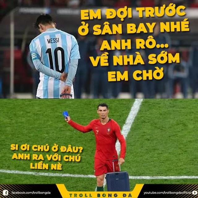 Dân mạng chế ảnh Messi và Ronaldo dắt tay nhau rời World Cup 2018 - Ảnh 1.
