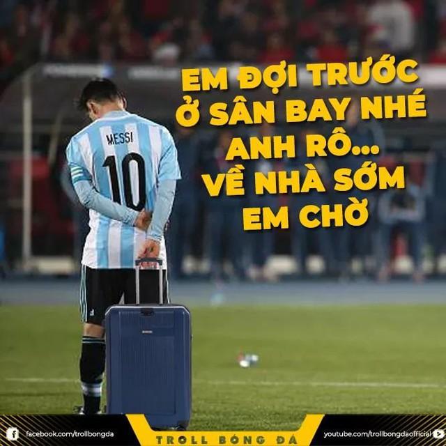Dân mạng chế ảnh Messi và Ronaldo dắt tay nhau rời World Cup 2018 - Ảnh 4.