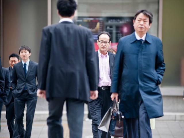 ĐỪNG làm việc như người Nhật: Luôn luôn phải chờ sự chấp thuận của cấp trên, chết vì làm việc quá sức hay thấy tội lỗi khi được nghỉ phép - Ảnh 1.