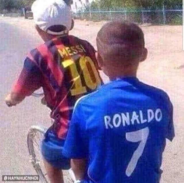 Dân mạng chế ảnh Messi và Ronaldo dắt tay nhau rời World Cup 2018 - Ảnh 6.