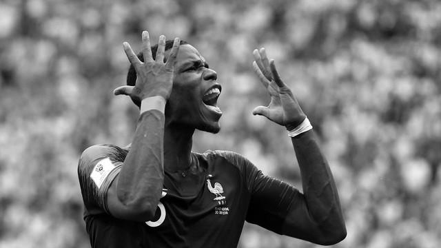 đầu tư giá trị - photo 3 1531226481754789444792 - Bộ ảnh trắng đen choáng ngợp về World Cup 2018