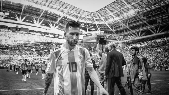 đầu tư giá trị - photo 5 15312264817582039676531 - Bộ ảnh trắng đen choáng ngợp về World Cup 2018