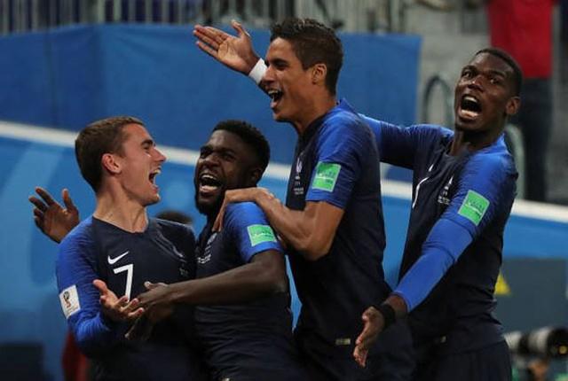 đầu tư giá trị - photo 1 15312722820002126081645 - CĐV Pháp ăn mừng vào chung kết, pháo sáng rực trời đêm