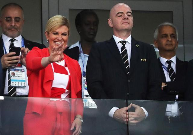 đầu tư giá trị - photo 1 1531276925475505012167 - Chân dung nữ tổng thống nóng bỏng thường xuyên bị nhầm là người mẫu bikini, fan cuồng bóng đá của Croatia