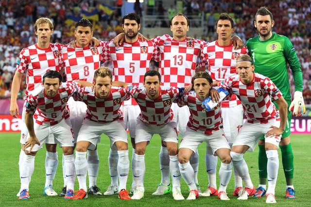 đầu tư giá trị - photo 1 15312773668061095294082 - Chân dung nữ tổng thống nóng bỏng thường xuyên bị nhầm là người mẫu bikini, fan cuồng bóng đá của Croatia