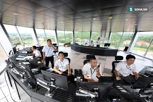 10h sáng nay, chiếc máy bay đầu tiên hạ cánh xuống sân bay Vân Đồn - Ảnh 14.