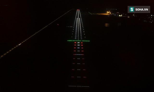 10h sáng nay, chiếc máy bay đầu tiên hạ cánh xuống sân bay Vân Đồn - Ảnh 21.