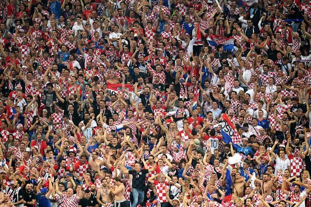 đầu tư giá trị - photo 15 15313582415441268093064 - CĐV Croatia mừng phát điên khi đội nhà lần đầu tiên vào chung kết World Cup