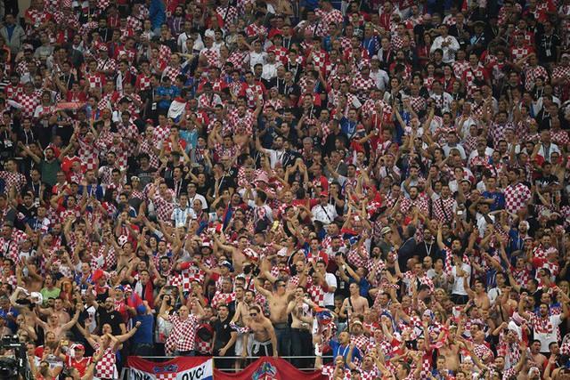 đầu tư giá trị - photo 16 15313582415452039511854 - CĐV Croatia mừng phát điên khi đội nhà lần đầu tiên vào chung kết World Cup
