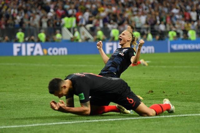 đầu tư giá trị - photo 19 1531358241548524971995 - CĐV Croatia mừng phát điên khi đội nhà lần đầu tiên vào chung kết World Cup