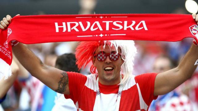 đầu tư giá trị - photo 2 15313582415301811081596 - CĐV Croatia mừng phát điên khi đội nhà lần đầu tiên vào chung kết World Cup