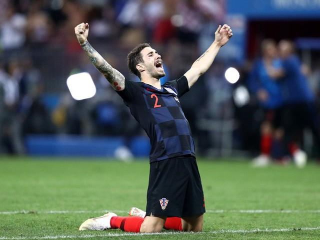 đầu tư giá trị - photo 20 1531358241548969809806 - CĐV Croatia mừng phát điên khi đội nhà lần đầu tiên vào chung kết World Cup