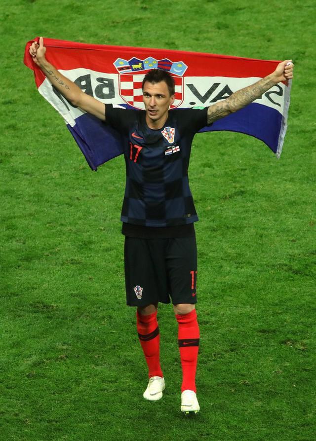 đầu tư giá trị - photo 22 1531358241550678779576 - CĐV Croatia mừng phát điên khi đội nhà lần đầu tiên vào chung kết World Cup