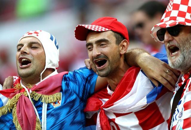 đầu tư giá trị - photo 7 1531358241536260797310 - CĐV Croatia mừng phát điên khi đội nhà lần đầu tiên vào chung kết World Cup
