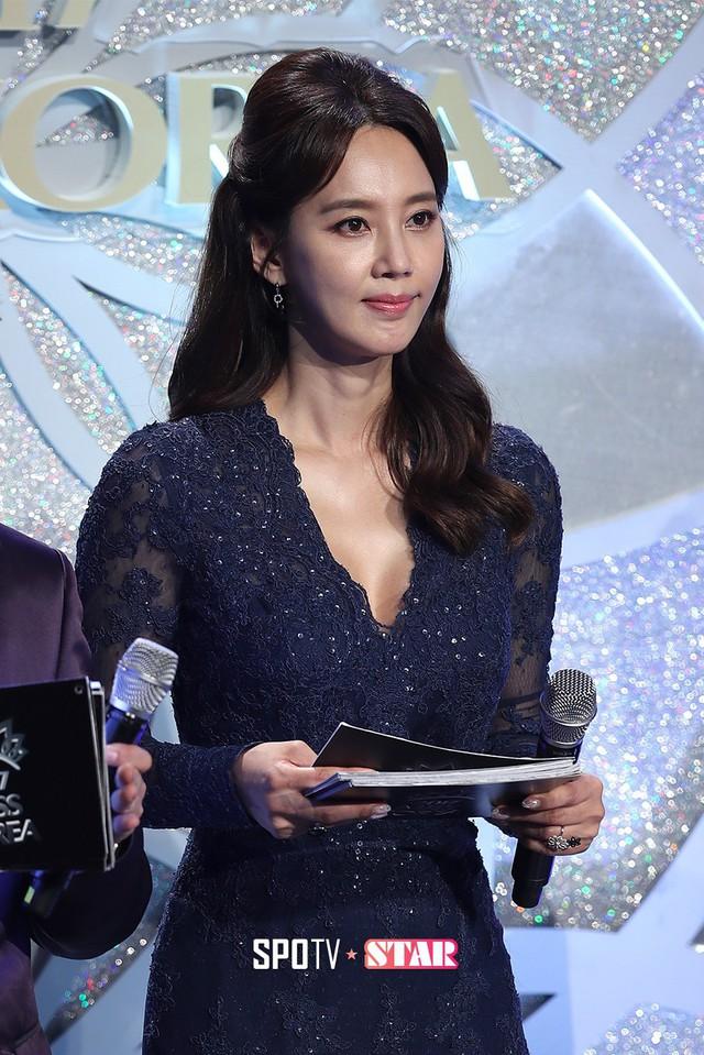 """Trớ trêu các cuộc thi sắc đẹp Hàn Quốc: Hoa hậu bị """"kẻ ngoài cuộc"""" lấn át nhan sắc ngay trong đêm đăng quang! - Ảnh 10."""