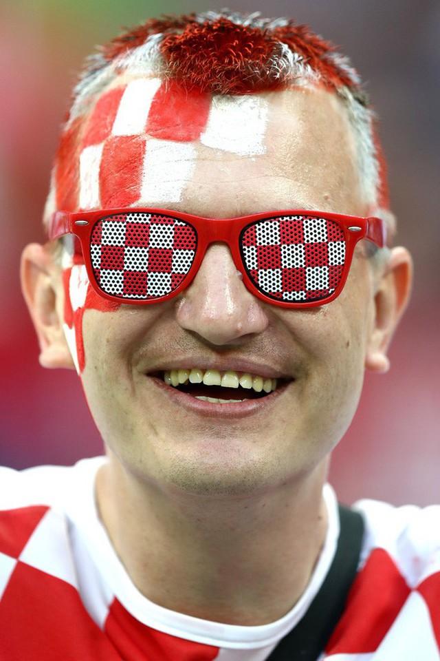 đầu tư giá trị - photo 8 1531358241537493161790 - CĐV Croatia mừng phát điên khi đội nhà lần đầu tiên vào chung kết World Cup