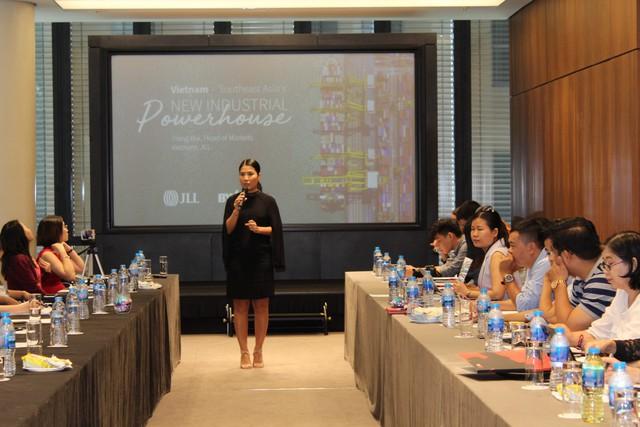 Việt Nam là trung tâm công nghiệp mới của Đông Nam Á, thị trường BĐS công nghiệp trên đà cất cánh - Ảnh 2.