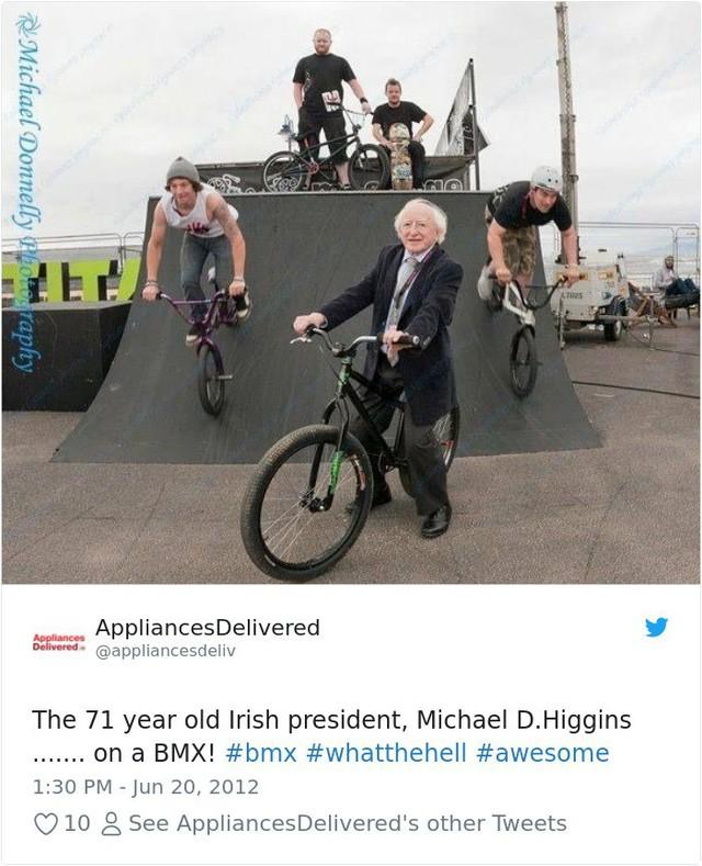 Đi đâu cũng dắt theo chó cưng, lâu lâu lại ngồi xe BMX: Những hình ảnh chứng minh Tổng thống Ireland là nguyên thủ dễ thương nhất thế giới - Ảnh 3.