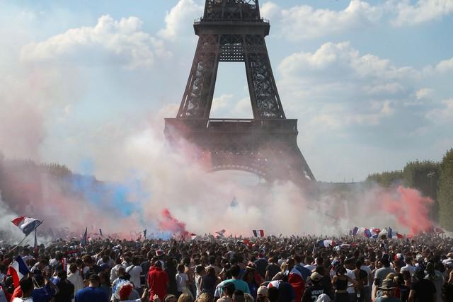 đầu tư giá trị - photo 1 1531706637506424059285 - Không phải cúp vàng, đây mới là lý do thật sự khiến Tổng thống Pháp 'phát điên' khi đội nhà vô địch