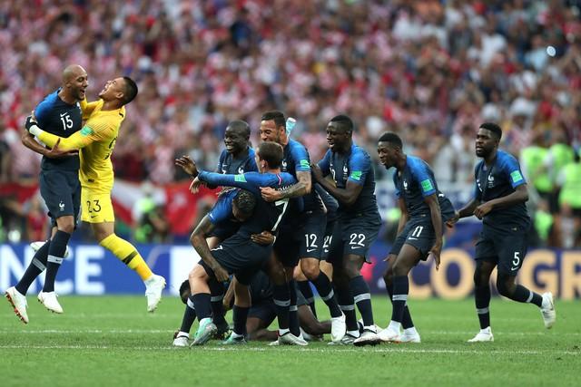 đầu tư giá trị - photo 1 1531706647119420261751 - Không phải cúp vàng, đây mới là lý do thật sự khiến Tổng thống Pháp 'phát điên' khi đội nhà vô địch