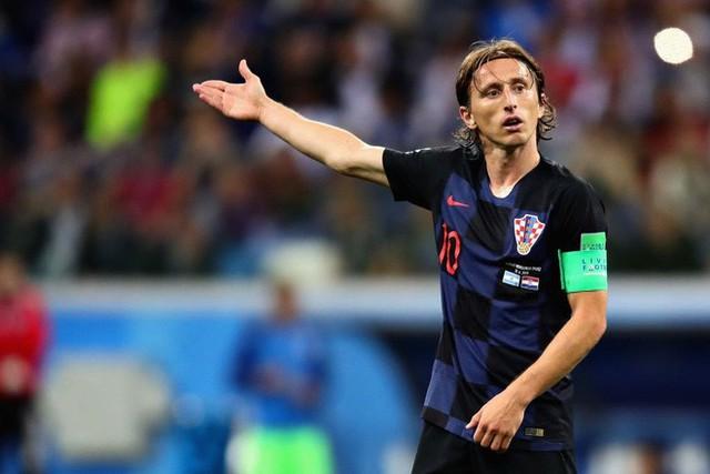 Luka Modric: Khiêu vũ giữa bầy sói trên lằn ranh chiến tranh sân cỏ và đời thực - Ảnh 3.