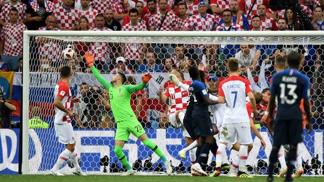 Lạnh lùng đến tàn nhẫn, biến người hùng Croatia thành tội đồ, Pháp lên ngôi xứng đáng - Ảnh 3.