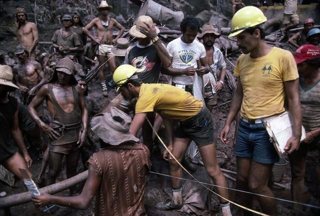 Những hình ảnh tại mỏ vàng Serra Pelada năm 1985: Khi giấc mơ làm giàu phải trả giá bằng những điều khủng khiếp - Ảnh 3.
