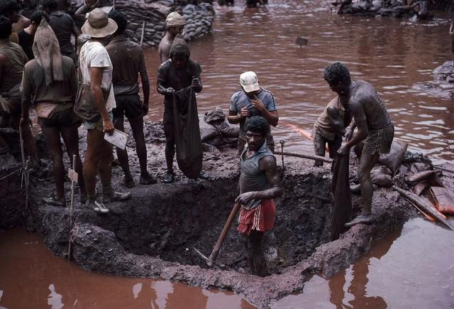 Những hình ảnh tại mỏ vàng Serra Pelada năm 1985: Khi giấc mơ làm giàu phải trả giá bằng những điều khủng khiếp - Ảnh 4.