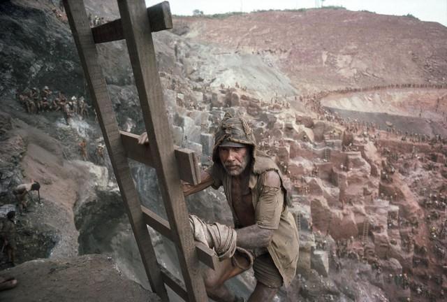Những hình ảnh tại mỏ vàng Serra Pelada năm 1985: Khi giấc mơ làm giàu phải trả giá bằng những điều khủng khiếp - Ảnh 6.
