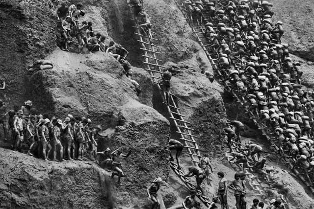 Những hình ảnh tại mỏ vàng Serra Pelada năm 1985: Khi giấc mơ làm giàu phải trả giá bằng những điều khủng khiếp - Ảnh 8.