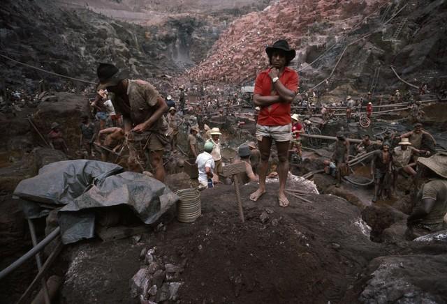 Những hình ảnh tại mỏ vàng Serra Pelada năm 1985: Khi giấc mơ làm giàu phải trả giá bằng những điều khủng khiếp - Ảnh 9.