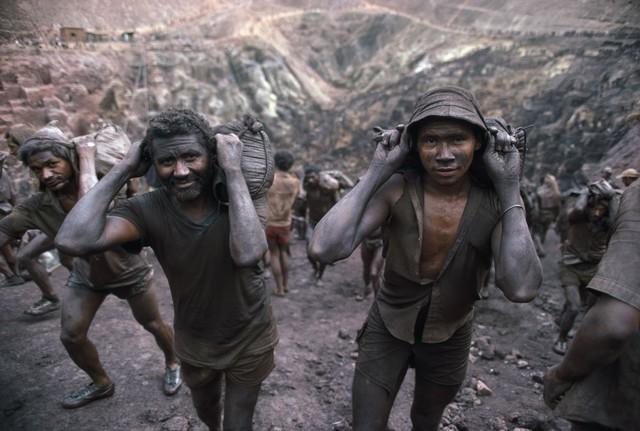 Những hình ảnh tại mỏ vàng Serra Pelada năm 1985: Khi giấc mơ làm giàu phải trả giá bằng những điều khủng khiếp - Ảnh 10.