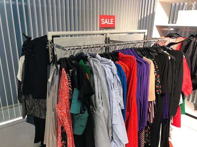 Chiến lược đặc biệt này giúp Zara tăng trưởng mạnh mẽ, khi đối thủ H&M đang chết chìm trong núi quần áo ế lên tới 4 tỷ USD - Ảnh 6.