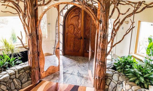 Bên ngoài thì rất bình thường, chỉ khi bước vào trong bạn mới hiểu tại sao ngôi nhà này có giá 7,6 triệu USD - Ảnh 2.