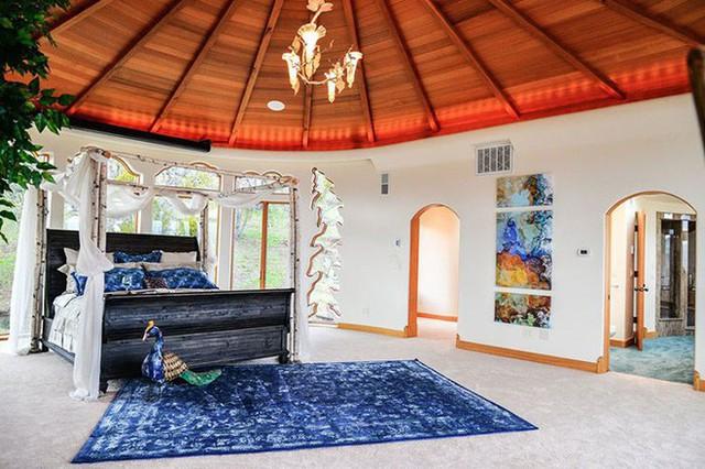 Bên ngoài thì rất bình thường, chỉ khi bước vào trong bạn mới hiểu tại sao ngôi nhà này có giá 7,6 triệu USD - Ảnh 13.