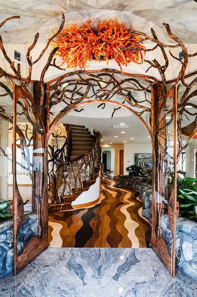Bên ngoài thì rất bình thường, chỉ khi bước vào trong bạn mới hiểu tại sao ngôi nhà này có giá 7,6 triệu USD - Ảnh 3.