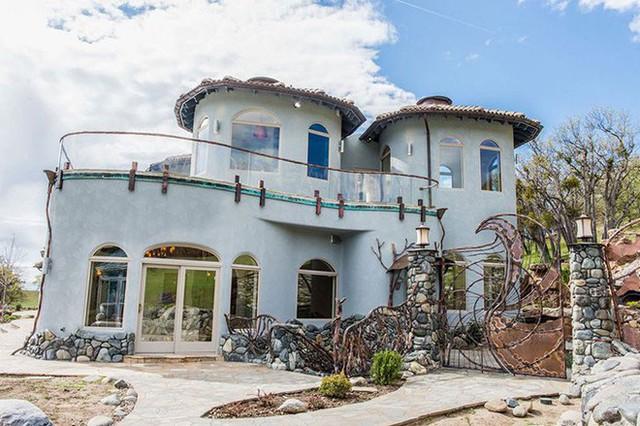 Bên ngoài thì rất bình thường, chỉ khi bước vào trong bạn mới hiểu tại sao ngôi nhà này có giá 7,6 triệu USD - Ảnh 23.
