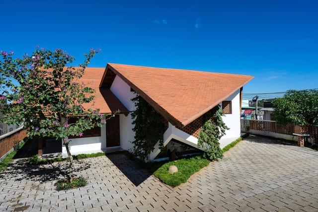 Ngôi nhà mái ngói cấp 4 đẹp như resort khiến nhiều người ước mơ ở Lâm Đồng - Ảnh 2.