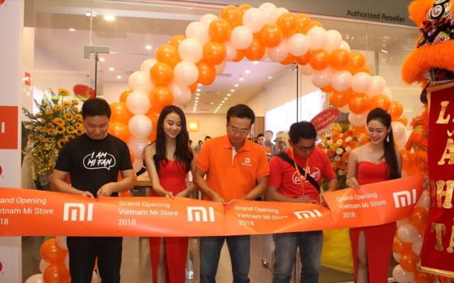 Bắt tay với Tiki, Lazada để ''bán hàng chớp nhoáng'' điện thoại Xiaomi, doanh thu Digiworld tăng vọt