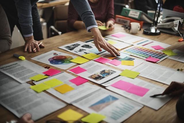 Cách phá hủy một buổi họp động não nhanh và thường gặp nhất tại các công ty: Để sếp mở đầu và theo thứ tự điều hành! - Ảnh 1.