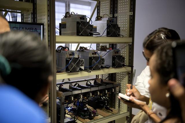 Nghịch lý tại Venezuela: Giá 1 cốc cà phê đắt gấp 7 lần tổng hóa đơn tiền điện nước - Ảnh 3.