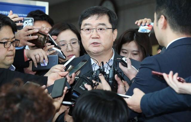 CEO Chứng khoán Samsung mất chức vì vụ 'chứng khoán ma' 105 tỷ USD - Ảnh 1.