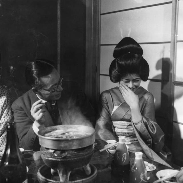 Bí mật thế giới Geisha Nhật Bản: Từ một nét văn hóa lâu đời, rèn luyện khổ cực đến ngộ nhận mua vui của thế giới - Ảnh 4.