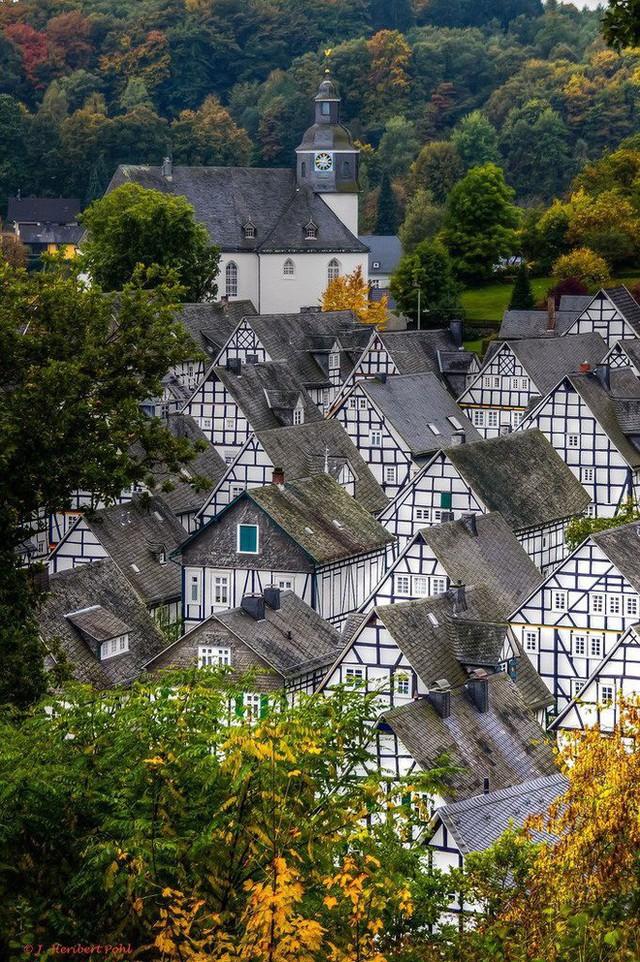 """Freudenberg - Thị trấn độc nhất nước Đức với hàng chục nhà trông như 1, tìm nhà gian nan chẳng khác gì """"mò kim đáy bể"""" - Ảnh 5."""