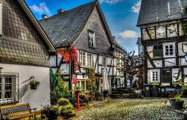 """Freudenberg - Thị trấn độc nhất nước Đức với hàng chục nhà trông như 1, tìm nhà gian nan chẳng khác gì """"mò kim đáy bể"""" - Ảnh 8."""