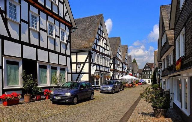 """Freudenberg - Thị trấn độc nhất nước Đức với hàng chục nhà trông như 1, tìm nhà gian nan chẳng khác gì """"mò kim đáy bể"""" - Ảnh 9."""