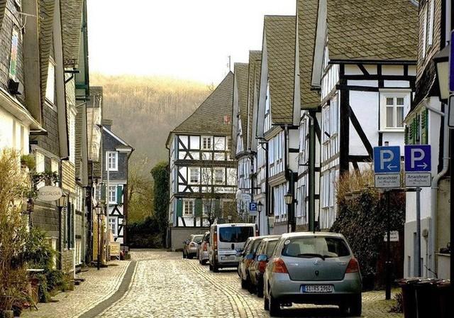 """Freudenberg - Thị trấn độc nhất nước Đức với hàng chục nhà trông như 1, tìm nhà gian nan chẳng khác gì """"mò kim đáy bể"""" - Ảnh 10."""